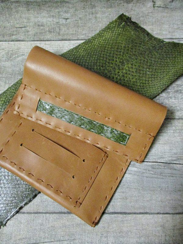 Tabaktasche gelbbraun grün Rindsleder Lachsleder 2 - Ledertaschenmanufaktur